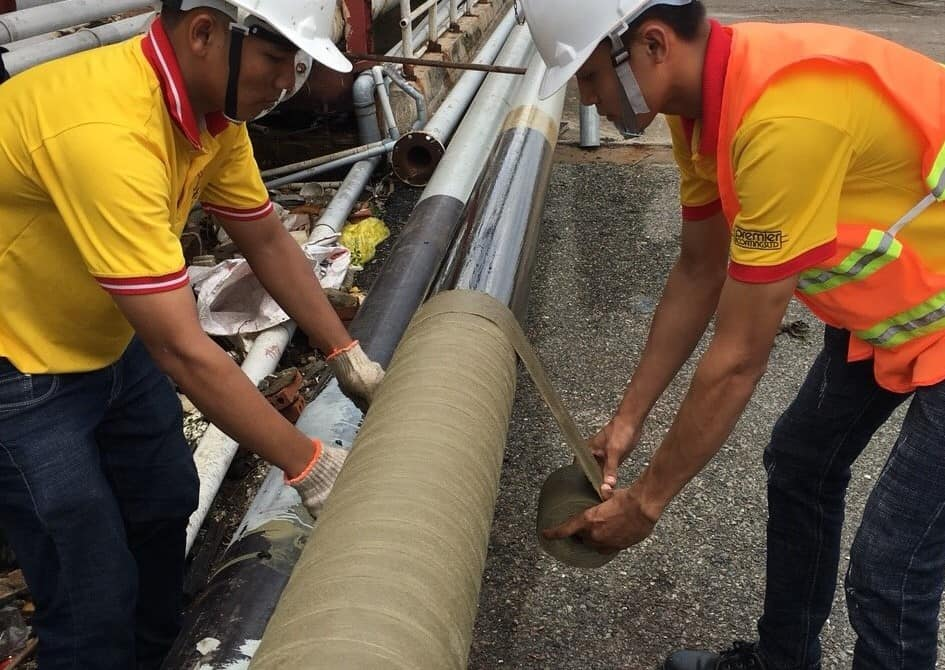 Applying Premtape Tropical for anti corrosion of pipe at Petimex